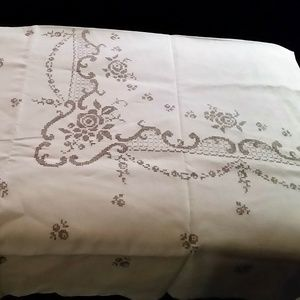 Other - Vintage Linen Tablecloth and Matching Napkins